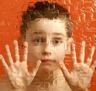 为自闭症孩子争取最佳的治疗时间